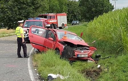 """RYCHNOVSKO – K dopravní nehodě s fatálními následky vyjížděly ve čtvrtek 23. července ráno k obci Svídnice všechny složky integrovaného záchranného systému. Oznámení o dopravní nehodě přijal operační důstojník v6.46<a class=""""moretag"""" href=""""http://www.orlickytydenik.cz/tragicka-dopravni-nehoda-stret-osobniho-auta-s-nakladnim/"""">...celý článek</a>"""