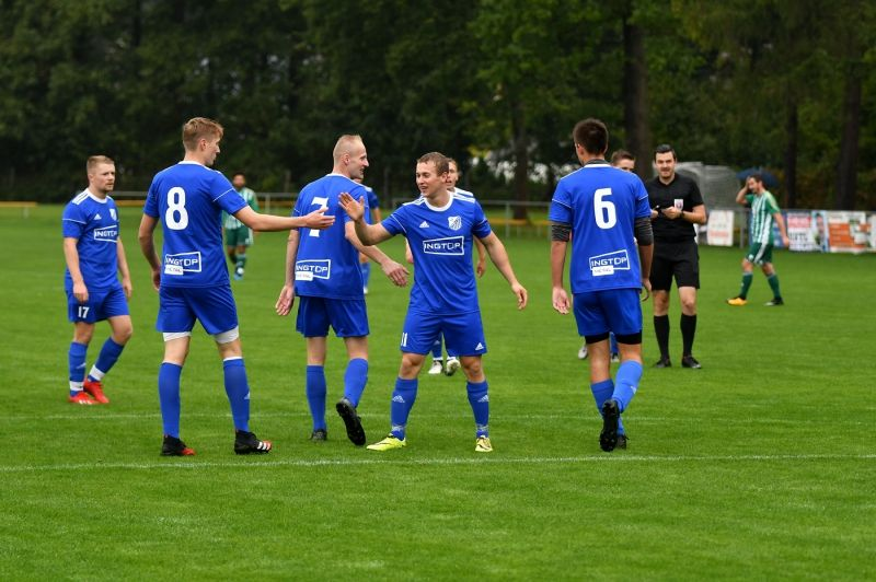 Fotbalisté Týniště se osmkrát za sebou radovali z výhry. Teprve v devátém zápase se museli sklonit před hradeckou Lokomotivou.    Foto: Martin Tobiška.