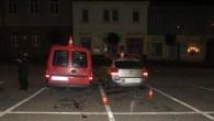 RYCHNOVSKO - Dopravní policisté vyjížděli v pondělí26. října půl hodiny před půlnocí na náměstíPalackého v Kostelci nad Orlicí. Zde v důsledku opilosti 18letý řidič vozidla značky Opel při parkování narazil
