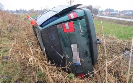 """HRADECKO – V pondělí 23. listopadu krátce po 11. hodině dopolední na silnici III. třídy v katastru obce Lodín došlo k havárii osobního auta. """"Řidič auta značky Citroen Evasion pravděpodobně<a class=""""moretag"""" href=""""http://www.orlickytydenik.cz/ridic-za-jizdy-pravdepodobne-usnul/"""">...celý článek</a>"""