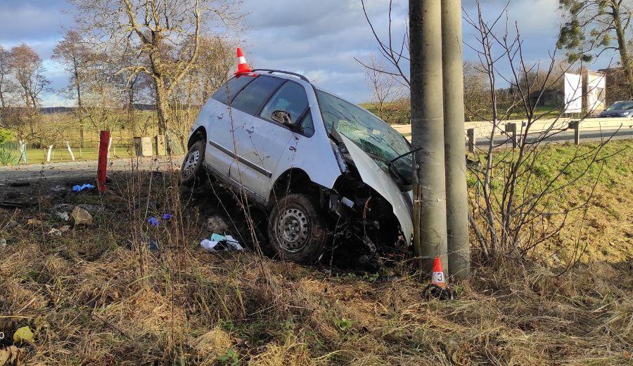 Náraz vozidla do sloupu skončil úmrtím ViewImage