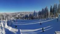 DEŠTNÉ V O. H. –Už jste lyžovali na široké sjezdovce u hotelu Šerlišský Mlýn vDeštném v Orlických horách? Tato lokalita je známá jako Český ledovec, neboť se nachází v nadmořské