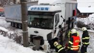 ČERVENÁ HORA – Krátce před 14. hodinou ve středu 13. ledna přijalo krajské operační a informační středisko hasičů hlášení o dopravní nehodě kamionu a dodávky v obci Červená Hora na