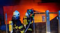 HRADECKO -Jedenáct jednotek požární ochrany bylo 14. ledna zalarmováno kvůli ohlášenému požáru haly vobci Sendražice na Královéhradecku. Operační středisko hasičů přijalo hned několik oznámení, protože stoupající kouř zhořící haly byl