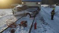 ORLICKOÚSTECKO – Neštěstí na železničním přejezdu vHelvíkovicích na Orlickoústecku se stalo ve čtvrtek 21. ledna vodpoledních hodinách. Událost, při níž došlo ke střetu osobního vozu svlakem, byla na krajské operační