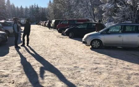 """RYCHNOVSKO – Od pátečního dne (12. 2.) se opakovaně zaplňovala už po ránu parkoviště vOrlických horách, konkrétně na Šerlichu. """"Denně vtéto lokalitě působí zpravidla 4 policejní hlídky, které musejí po<a class=""""moretag"""" href=""""http://www.orlickytydenik.cz/parkoviste-na-serlichu-se-plnila-uz-od-rana/"""">...celý článek</a>"""