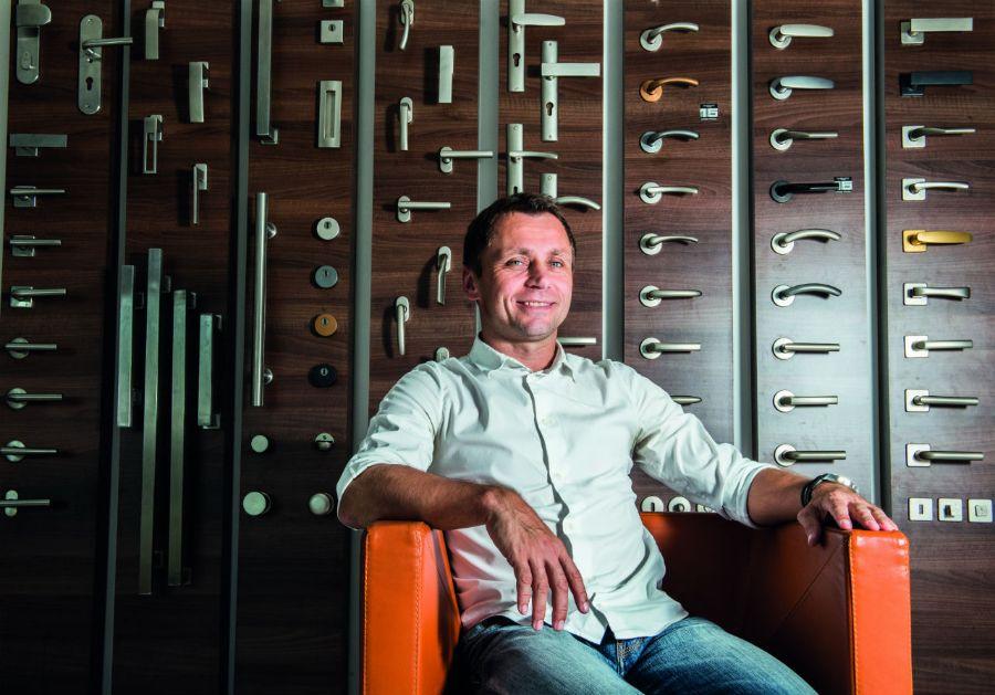 Ivo Ulich byl úspěšným fotbalistou a v současnosti je také úspěšným podnikatelem se svou firmou M&T z Dobrušky.      Foto: archiv M&T.