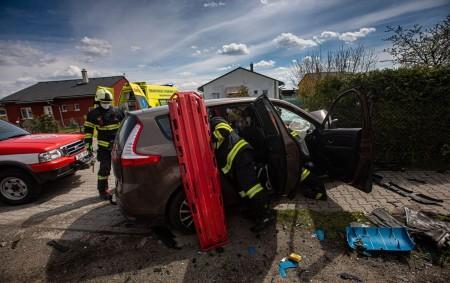 """ROHENICE -Ke střetu osobního vozidla a nákladního automobilu spěchali 4. května v11.55 hodin do obce Rohenice profesionální hasiči zDobrušky. Podle prvotního oznámení měla zůstat vosobním voze zaklíněna jedna osoba. """"Zraněný<a class=""""moretag"""" href=""""http://www.orlickytydenik.cz/po-srazce-auta-a-nakladaku-auta-hasici-vyprostili-cloveka/"""">...celý článek</a>"""
