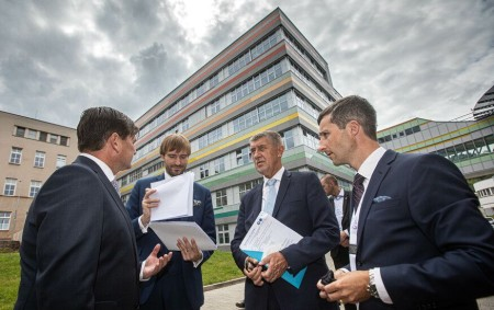 """RYCHNOVSKO/KRAJ – Královéhradecký kraj příští rok zahájí dostavbu a modernizaci nemocnice v Rychnově nad Kněžnou. Důležitou investici za 865 milionů korun podpoří stát 300 miliony. Během čtvrtečního (22. července) pracovního<a class=""""moretag"""" href=""""http://www.orlickytydenik.cz/dostavbu-rychnovske-nemocnice-kraj-zahaji-pristi-rok/"""">...celý článek</a>"""